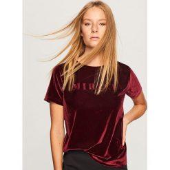 Welurowy t-shirt - Fioletowy. T-shirty damskie marki Colour Pleasure. Za 39.99 zł.