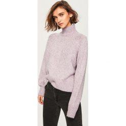 Sweter z perełkami - Fioletowy. Fioletowe swetry damskie Reserved. Za 139.99 zł.
