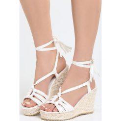 Białe Sandały Tangelo. Sandały damskie marki bonprix. Za 99.99 zł.