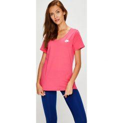 Nike Sportswear - Top. Różowe topy damskie Nike Sportswear, z bawełny, z krótkim rękawem. W wyprzedaży za 69.90 zł.