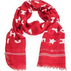 Szal TOMMY HILFIGER - Logo Story Scarf AW0AW05216  614. Szare szaliki i chusty damskie marki Giacomo Conti, na zimę, z tkaniny. W wyprzedaży za 139.00 zł.