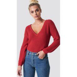 NA-KD Sweter z głębokim dekoltem V - Red. Czerwone swetry damskie NA-KD, dekolt w kształcie v. Za 121.95 zł.