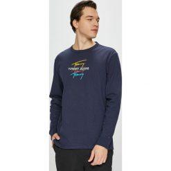 Tommy Jeans - Longsleeve. Szare bluzki z długim rękawem męskie Tommy Jeans, z nadrukiem, z bawełny, z okrągłym kołnierzem. Za 219.90 zł.