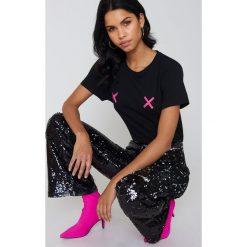 NA-KD Koszulka Double X - Black. Czarne t-shirty damskie NA-KD, z okrągłym kołnierzem. Za 72.95 zł.
