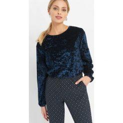 Welurowa koszulka. Niebieskie bluzki damskie Orsay, z elastanu, z okrągłym kołnierzem. W wyprzedaży za 55.00 zł.