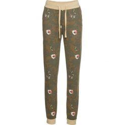 Spodnie dresowe bonprix oliwkowy moro. Zielone spodnie dresowe damskie bonprix, moro, z dresówki. Za 99.99 zł.