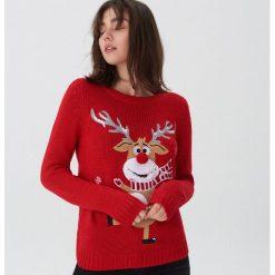 Sweter ze świąteczną aplikacją - Czerwony. Czerwone swetry damskie House. Za 79.99 zł.