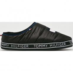 Tommy Hilfiger - Kapcie. Czarne kapcie damskie Tommy Hilfiger, z materiału. Za 229.90 zł.