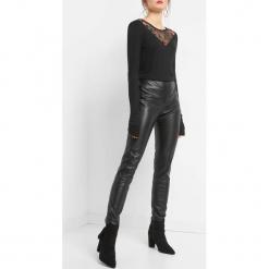 Spodnie z wysokim stanem. Czarne spodnie materiałowe damskie Orsay, z poliesteru. Za 99.99 zł.