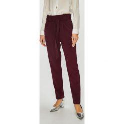 Jacqueline de Yong - Spodnie Dakota. Szare spodnie materiałowe damskie Jacqueline de Yong, z dzianiny. Za 99.90 zł.
