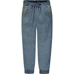Spodnie w kolorze niebieskim. Spodenki niemowlęce marki Marc O'Polo. W wyprzedaży za 102.95 zł.