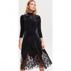 Welurowa sukienka z plisowanym dołem - Czarny. Czarne sukienki damskie Reserved, z weluru. Za 159.99 zł.