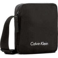 Saszetka CALVIN KLEIN - Blithe Reporter K50K503446 001. Czarne saszetki męskie Calvin Klein, z materiału, młodzieżowe. W wyprzedaży za 269.00 zł.