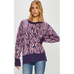 Trendyol - Sweter. Szare swetry damskie Trendyol, z dzianiny, z okrągłym kołnierzem. Za 89.90 zł.