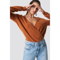 NA-KD Trend Sweter z kopertowym dekoltem - Brown,Copper. Brązowe swetry damskie NA-KD Trend, z kopertowym dekoltem. Za 121.95 zł.