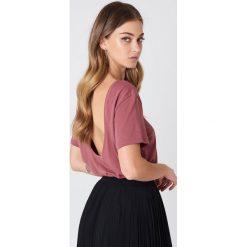 NA-KD Basic T-shirt z odkrytymi plecami - Pink. Różowe t-shirty damskie NA-KD Basic, z bawełny, z dekoltem na plecach. Za 52.95 zł.
