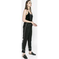 Vero Moda - Spodnie Aika. Szare spodnie materiałowe damskie Vero Moda, z materiału. W wyprzedaży za 69.90 zł.