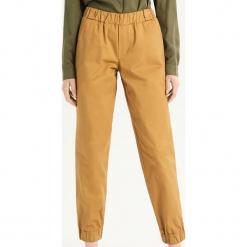 Luźne spodnie - Żółty. Żółte spodnie materiałowe damskie Sinsay. Za 79.99 zł.