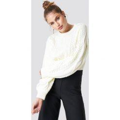 Trendyol Sweter ze splotem - White,Offwhite. Białe swetry damskie Trendyol, z dzianiny, z okrągłym kołnierzem. Za 121.95 zł.