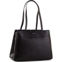 Torebka DKNY - R83A5685 Black/Silver BSV. Czarne torebki do ręki damskie DKNY, ze skóry. Za 1,399.00 zł.
