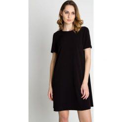 Czarna delikatna sukienka z krótkim rękawem BIALCON. Czarne sukienki damskie BIALCON, z tkaniny, biznesowe, z krótkim rękawem. Za 259.00 zł.