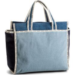 Torebka TOMMY HILFIGER - Th Logo Tape Tote Denim AW0AW05089  901. Niebieskie torebki do ręki damskie Tommy Hilfiger, z denimu. W wyprzedaży za 329.00 zł.