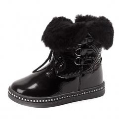 Skórzane kozaki w kolorze czarnym. Czarne buty zimowe dziewczęce Bartek, z lakierowanej skóry. W wyprzedaży za 159.95 zł.