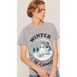T-shirt z napisem Winter is coming - Szary. Szare t-shirty męskie House, z napisami. Za 39.99 zł.
