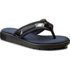 Japonki CALVIN KLEIN JEANS - Mahal R4074 Black/Indigo. Czarne klapki damskie Calvin Klein Jeans, z jeansu. W wyprzedaży za 299.00 zł.