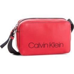 Torebka CALVIN KLEIN - Collegic Small Cross K60K604454 626. Czerwone listonoszki damskie Calvin Klein, ze skóry ekologicznej. Za 349.00 zł.