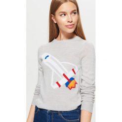 Sweter - Jasny szary. Swetry damskie marki bonprix. W wyprzedaży za 29.99 zł.