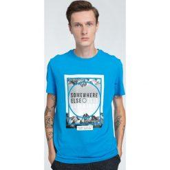 T-shirt męski TSM011 - jasny niebieski. Niebieskie t-shirty męskie 4f, na lato, z nadrukiem, z bawełny. W wyprzedaży za 44.99 zł.