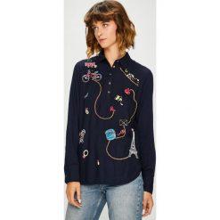 Desigual - Bluzka. Czarne bluzki damskie Desigual, z haftami, z poliesteru, casualowe, z krótkim rękawem. W wyprzedaży za 239.90 zł.