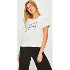 Tommy Jeans - Top. Szare topy damskie Tommy Jeans, z aplikacjami, z bawełny, z okrągłym kołnierzem, z krótkim rękawem. Za 179.90 zł.