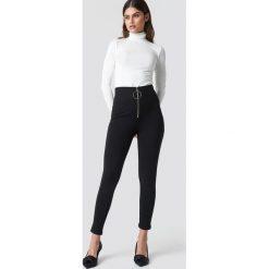 Trendyol Spodnie z suwakiem - Black. Czarne spodnie materiałowe damskie Trendyol, z materiału. Za 80.95 zł.