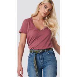 NA-KD Basic T-shirt z dekoltem V - Pink. Różowe t-shirty damskie NA-KD Basic, z bawełny. Za 40.95 zł.