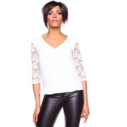 """Koszulka """"Carla"""" w kolorze białym. Bluzki damskie La Belle Française, w koronkowe wzory, z koronki. W wyprzedaży za 130.95 zł."""