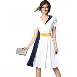 Sukienka w kolorze białym. Białe sukienki damskie Ostatnie sztuki w niskich cenach, z dekoltem na plecach. W wyprzedaży za 229.95 zł.