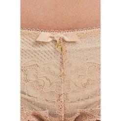 Gossard - Stringi. Różowe stringi damskie Gossard, z elastanu. W wyprzedaży za 99.90 zł.