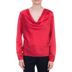 Malinowa bluzka z lejącym dekoltem QUIOSQUE. Czerwone bluzki damskie QUIOSQUE, z tkaniny, retro, z długim rękawem. W wyprzedaży za 19.99 zł.
