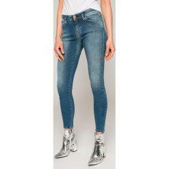 Diesel - Jeansy Slandy. Niebieskie jeansy damskie Diesel. W wyprzedaży za 449.90 zł.