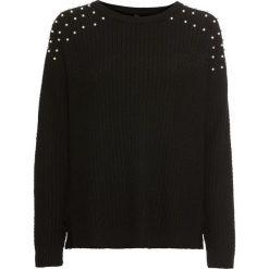 Sweter z perełkami bonprix czarny. Czarne swetry damskie bonprix, z okrągłym kołnierzem. Za 99.99 zł.