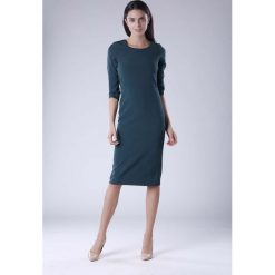 Zielona Klasyczna Dopasowana Sukienka Midi. Zielone sukienki damskie Molly.pl, w jednolite wzory, biznesowe, z dekoltem na plecach. W wyprzedaży za 120.81 zł.