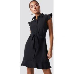 Trendyol Sukienka z detalami Tofa - Black. Czarne sukienki damskie Trendyol, z materiału. Za 121.95 zł.