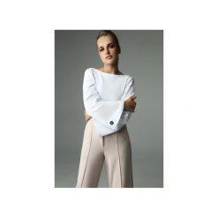 BLUZKA SLENDER - BIAŁA. Białe bluzki damskie Madnezz, z bawełny, biznesowe, z dekoltem na plecach. Za 179.00 zł.