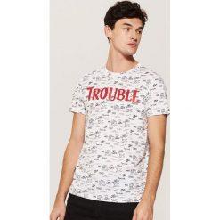 T-shirt z napisem - Biały. Białe t-shirty męskie House, z napisami. Za 49.99 zł.