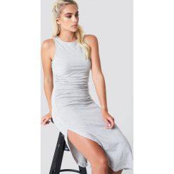 NA-KD Trend Sukienka z marszczeniem z boku - Grey. Szare sukienki damskie NA-KD Trend, z okrągłym kołnierzem. Za 100.95 zł.