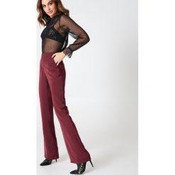 Hannalicious x NA-KD Spodnie garniturowe bootcut - Red. Czerwone spodnie materiałowe damskie Hannalicious x NA-KD, z poliesteru. W wyprzedaży za 60.89 zł.
