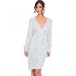 """Sukienka """"Samantha"""" w kolorze jasnoszarym. Szare sukienki damskie Cosy Winter, ze splotem, z długim rękawem. W wyprzedaży za 159.95 zł."""