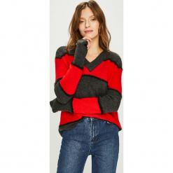 Jacqueline de Yong - Sweter Rascal. Czarne swetry damskie Jacqueline de Yong, z dzianiny. W wyprzedaży za 69.90 zł.
